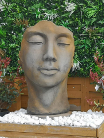 Statue visage jardin